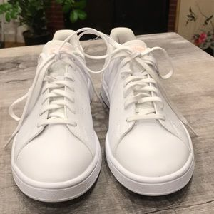 NWT leather Adidas sneakers comfortable & pretty